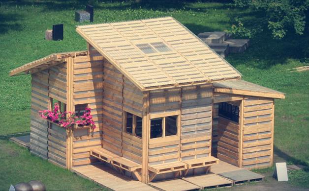 """Conheça o """"Pallet Home Project"""" casa feita com paletes reutilizados"""