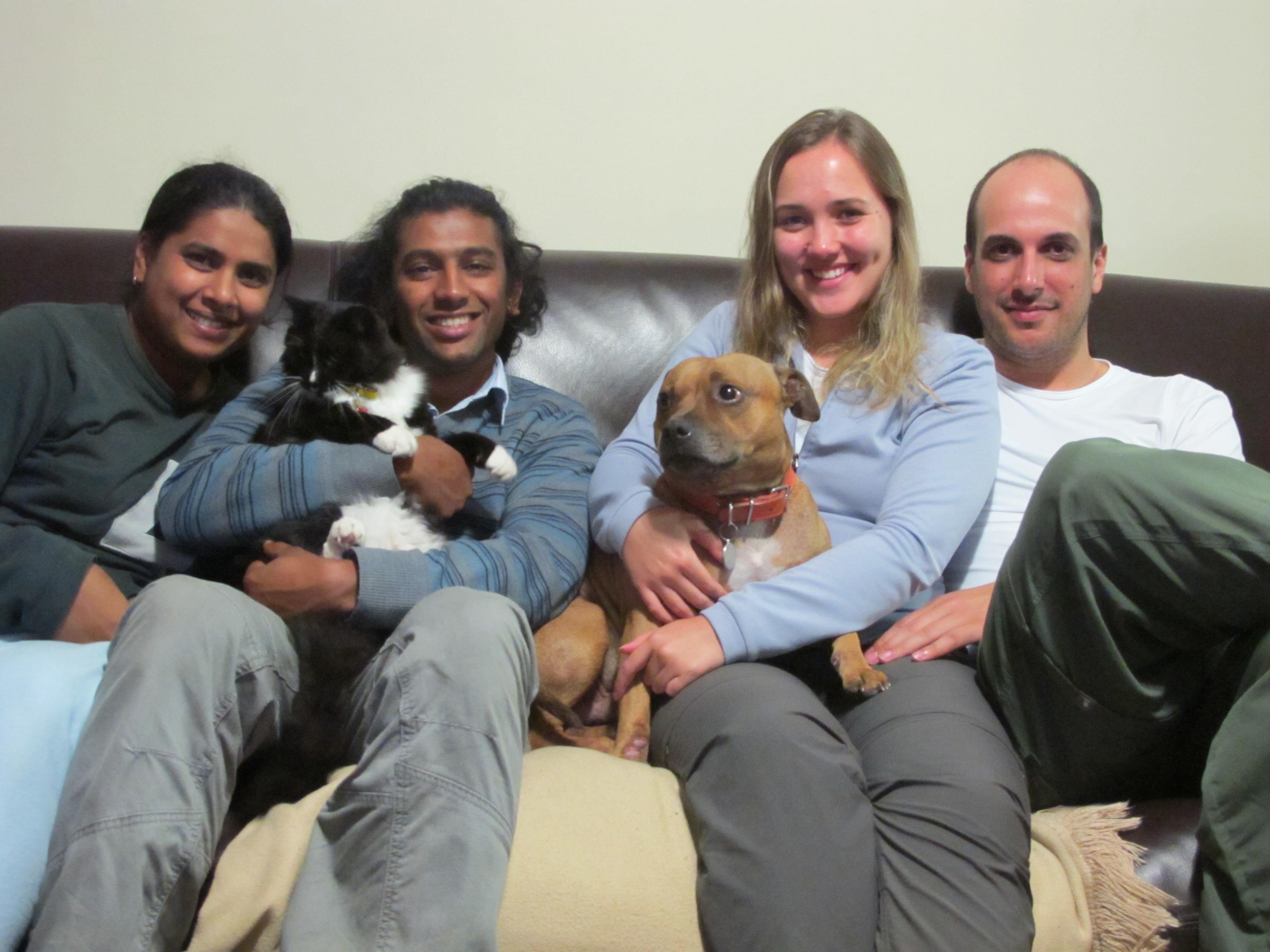 Caio e Danielle com a família que os hospedou por 12 dias na Cidade do Cabo