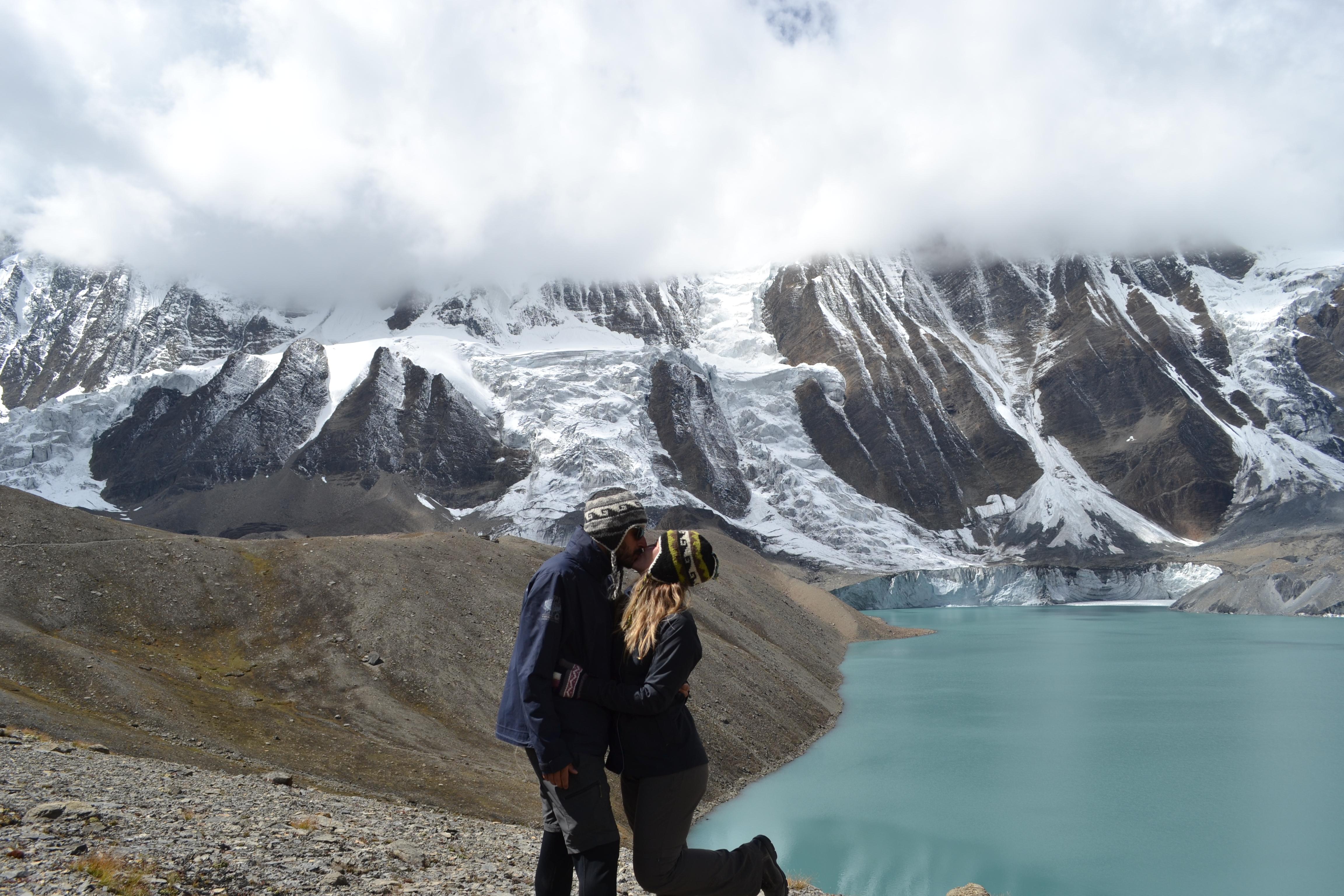 Tilicho Lake, o lago mais alto do mundo à 5.000 metros nos Himalayas.