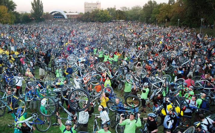 """Bicicletas transformam cidades!, ou """"Boa noite, somos a Massa Crítica!"""""""