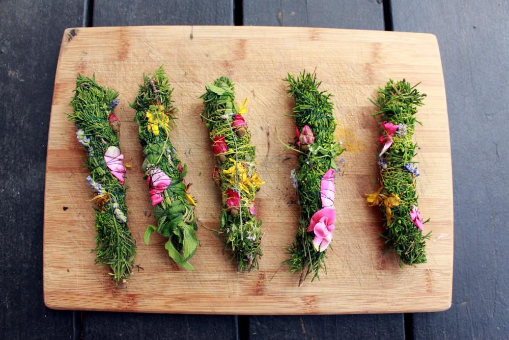Incenso com ervas aromáticas