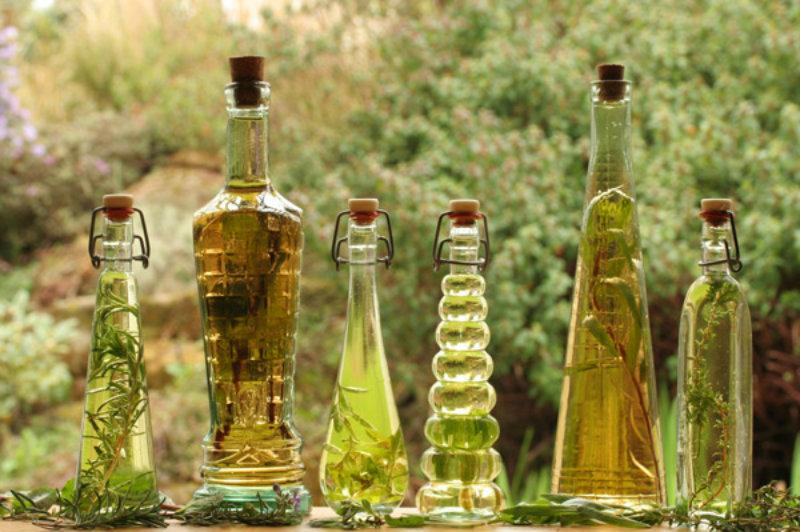 Vinagre aromatizado com ervas da sua horta