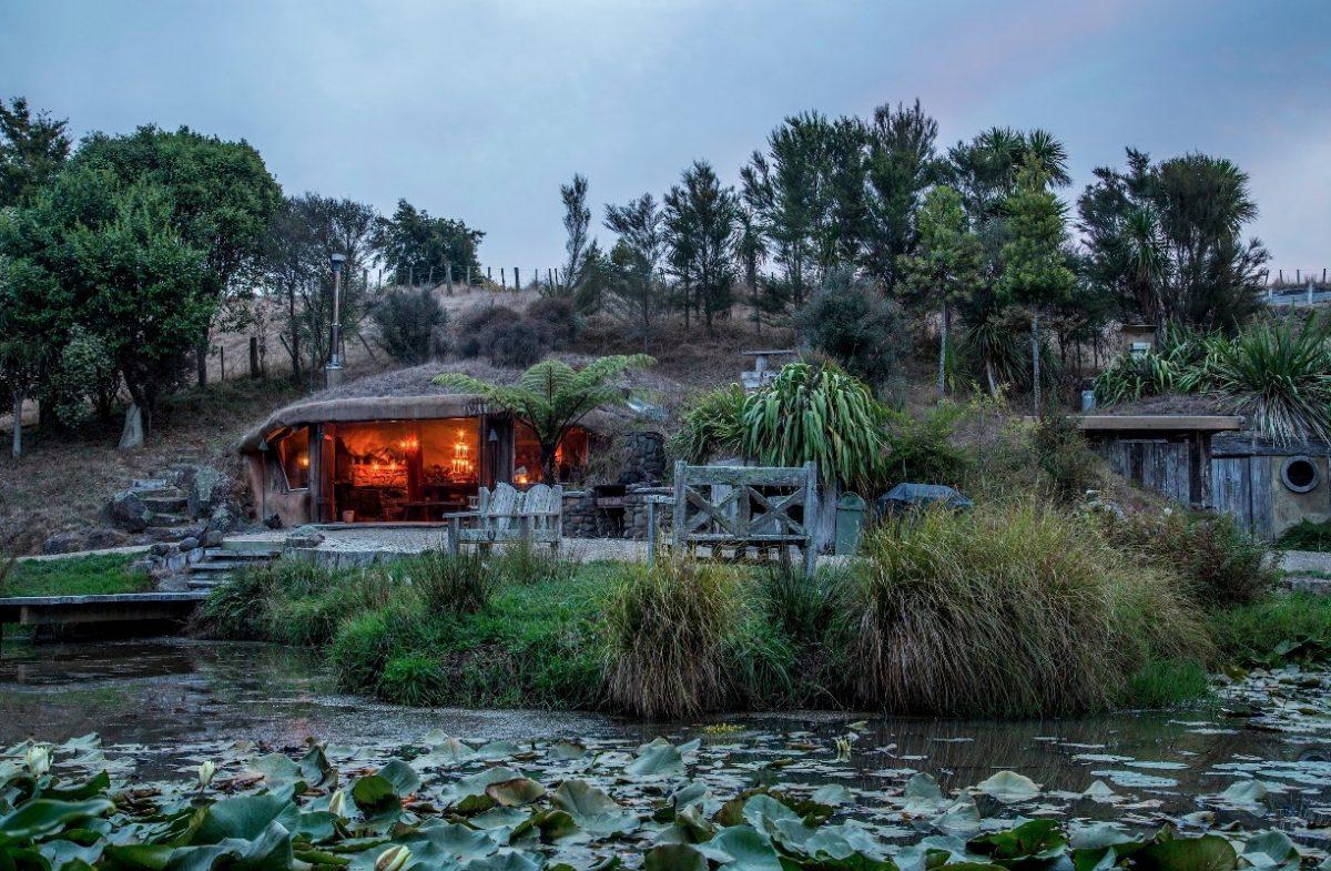 Essa casa-hobbit foi projetada para total imersão na natureza