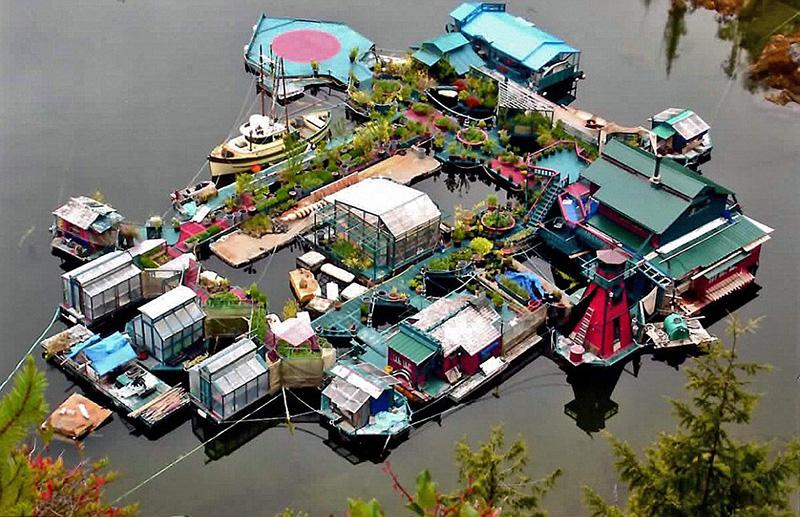 Casal passa décadas a construir ilha autossuficiente
