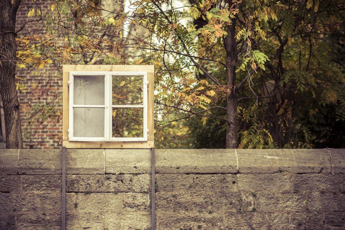 Faça você mesmo: Porta-cartas feito com janelas