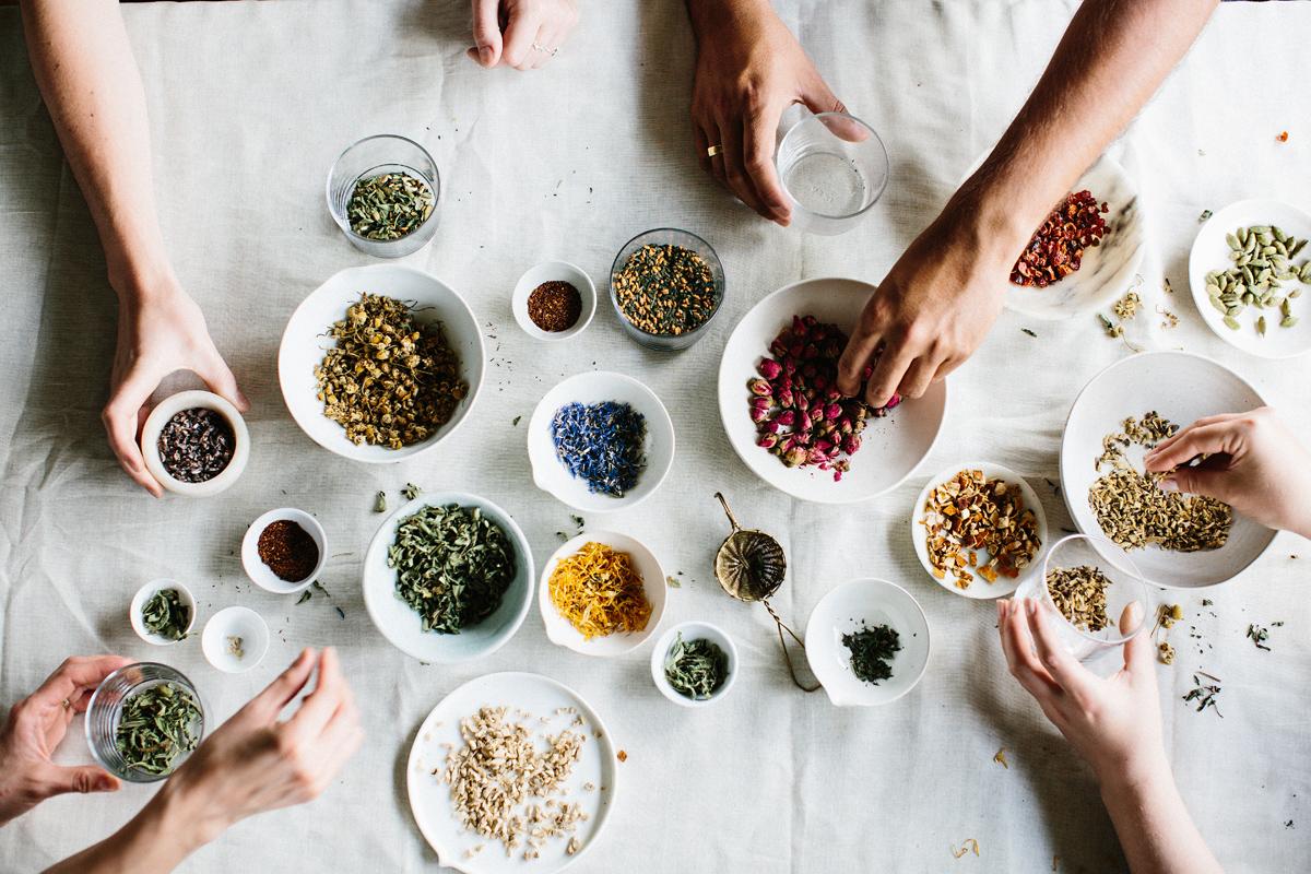 Aprenda como criar seu próprio blend de chá