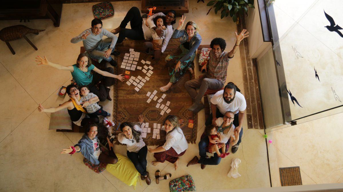 Jogo de cartas para praticar a Empatia e a Comunicação Não-Violentachega ao Brasil