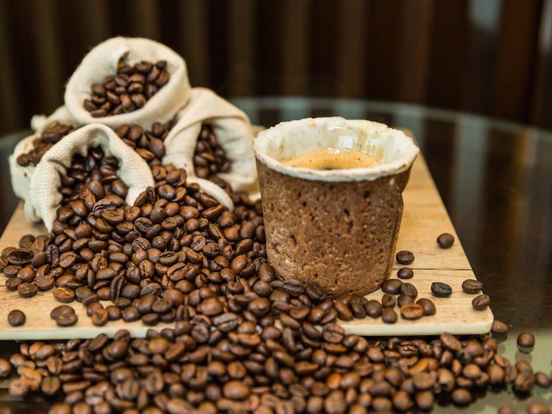 Alternativas para gerar menos lixo na hora de tomar um café
