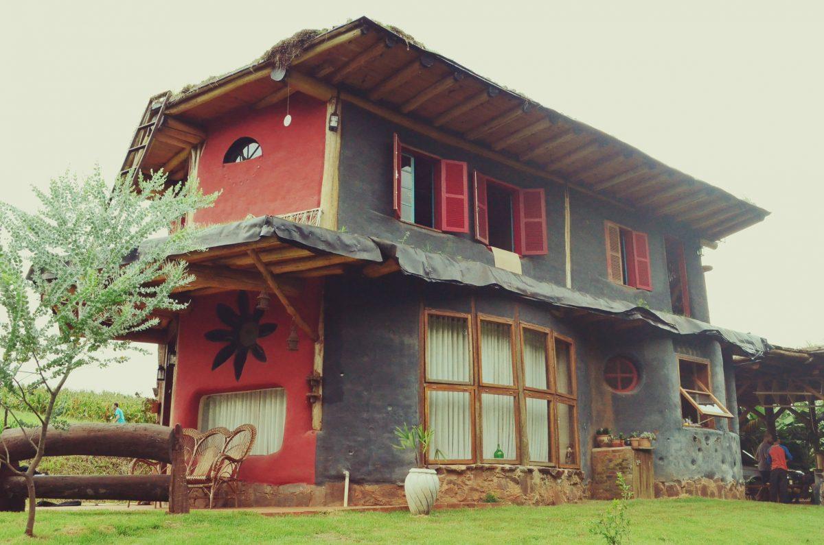 Casal constrói casa biosustentável no Oeste de Santa Catarina
