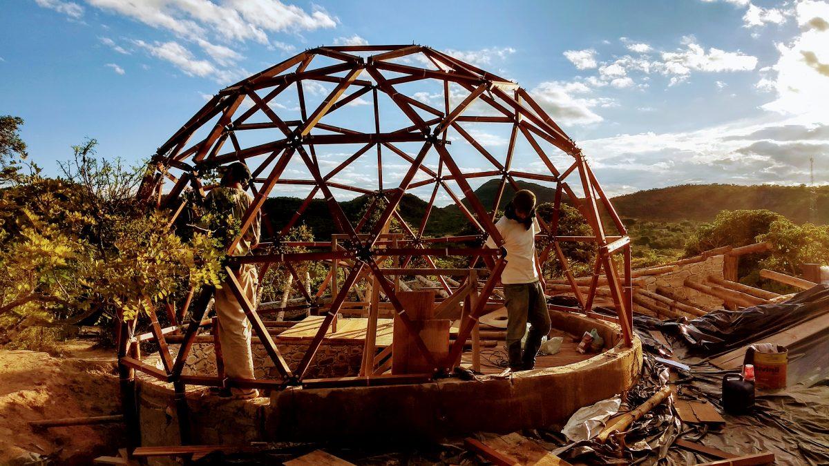 Aprenda a construir cúpulas geodésicas em e-book gratuito