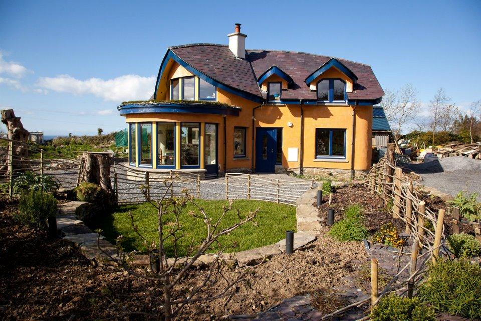 A importância da orientação solar na construção de casas e hortas