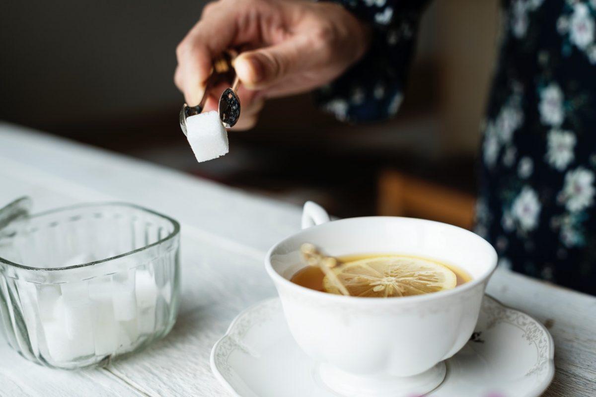 Aprenda a substituir o adoçante e o açúcar por opções naturais