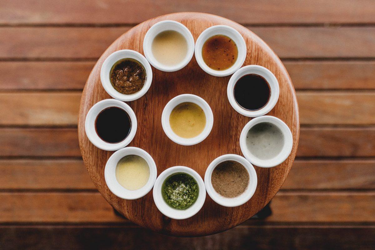 3 molhos caseiros: ketchup, pimenta e mostarda