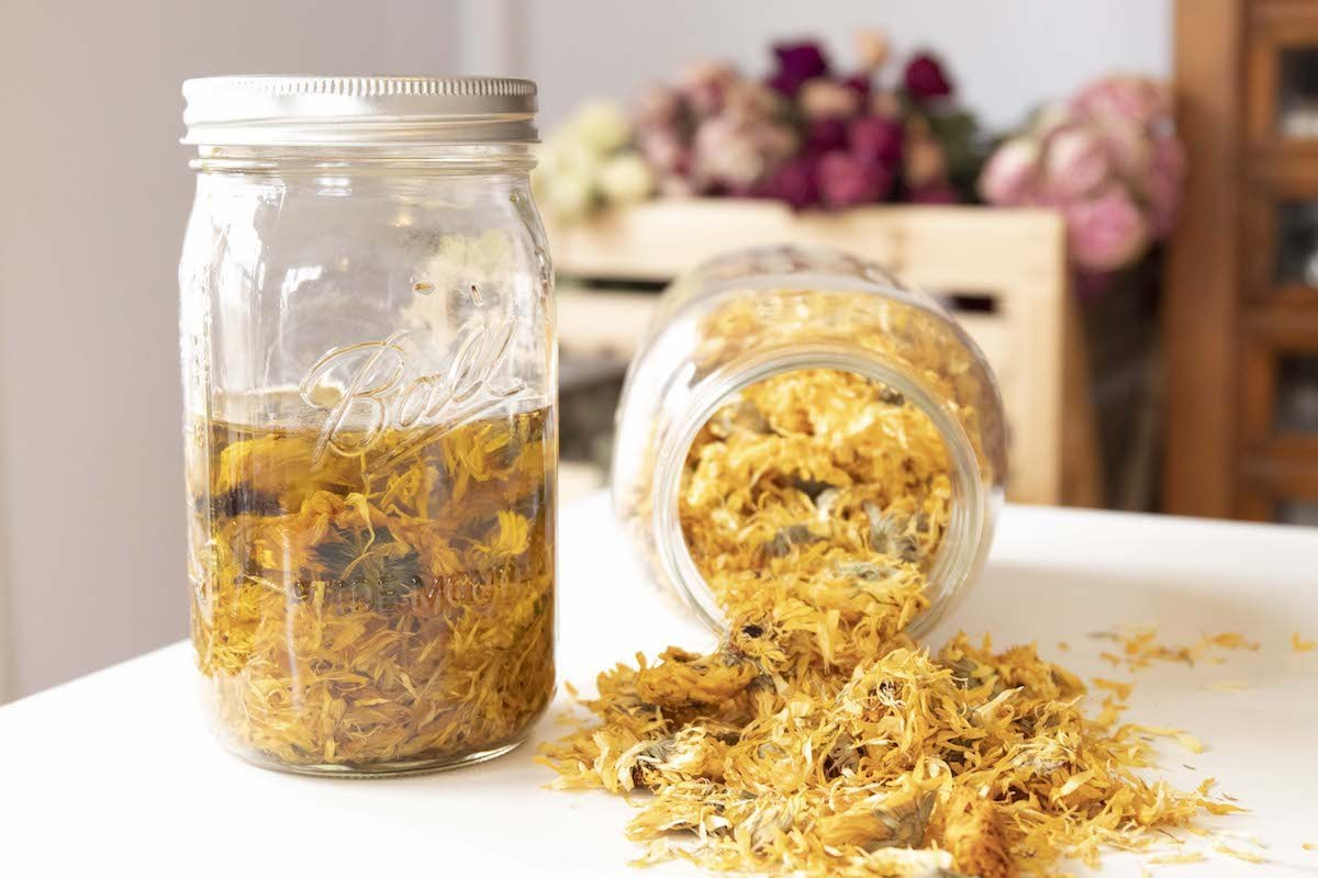 Óleos terapêuticos por infusão de ervas