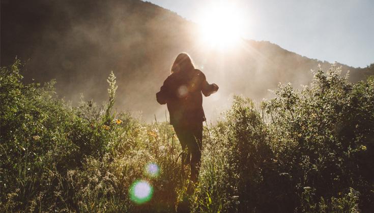Caminhada meditativa: cultivar a cura seguindo em frente